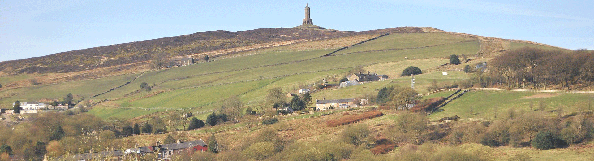 Darwen Tower and Darwen Moor (Clementslinda, CC BY-SA 3.0 <https://creativecommons.org/licenses/by-sa/3.0>, via Wikimedia Commons)